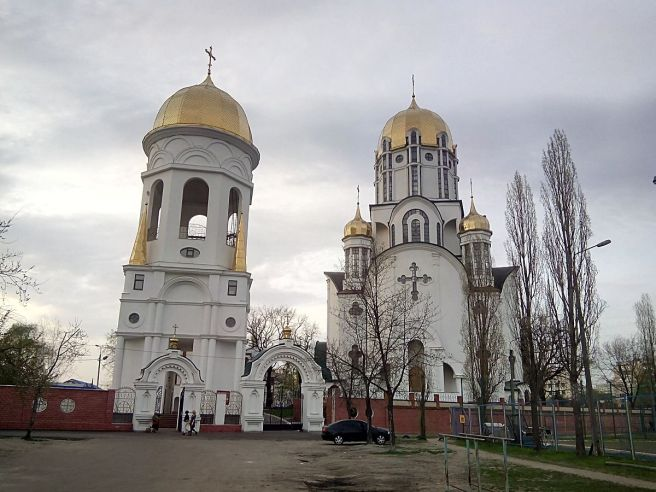 Saint_Olga_cathedral,_Darnytsky_district,_Kiev